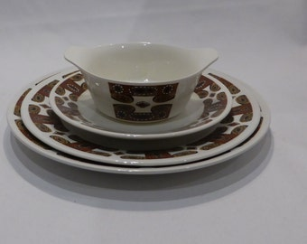 """Meakin """"Maori"""" 6 place setting dinner service – original from the 1960's"""