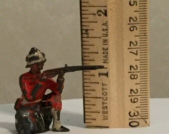 Vintage lead toy soldier, 1900's English soldier w/rifle