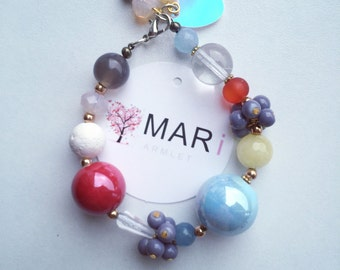 Bracelet with natural stones and other beads