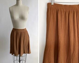 Vintage gold skirt. Dark yellow skirt. Vintage swingy skirt. Vintage textured skirt. 80's skirt. Trendy skirt. Large