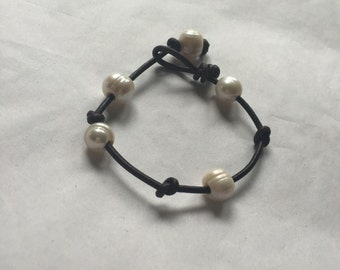 Leather Freshawater Pearl Bracelet