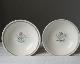 Set of 2 soup bowls with bird motifs from the Soviet Union, produced at the Budi Porcelain Factory in Ukraine, 1970s