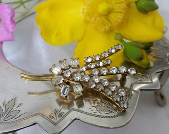 Beautiful Rhine Stone 1950s Diamonte Brooch