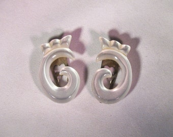 Fun Vintage Lucite Dress / Sweater / Shoe Clips - White Moonglow Translucent Swirls with Crowns