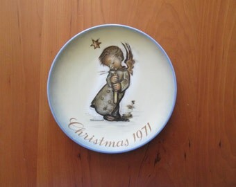 Vintage 1971 Hummel Christmas Plate from the works of Sister Berta Hummel