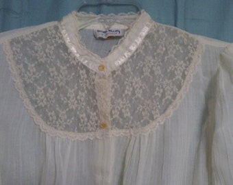 Vintage IVORY LACE BLOUSE, Long Sleeve, Size Small/Medium, Lacy,Bohemian,Victorian,Romantic