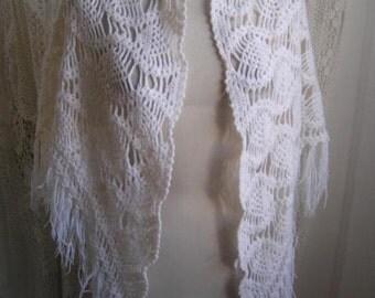 Vintage white crochetted wrap  / stole Ibiza Bohemian Hippie style! Fringes