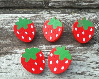 Strawberry buttons, buttons, pretty buttons, wooden buttons, shank buttons, boutons rouges, lot buttons, boutons, scrapbook