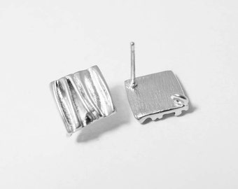 E0093/Anti-Tarnished Matte Rhodium Plating Over Brass/Wrinkled Rhombus Earrings /10.5mm x 11mm /1 pair
