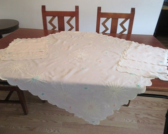 "Vintage Starburst Tablecloth with 6 Napkins - 41""x42"""