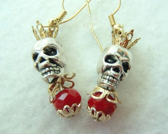Skull Macabre Earrings. Skull King! Skull Topped by a Crown. Lovely Red Bead! FREE U.S. SHIPPING! Day of the Dead. Dia de los Muertos.
