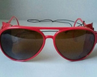 Red Aviator Sunglasses with Leather '70