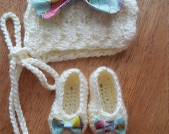 Baby bonnet with booties