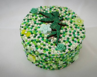 Small Circle Trinket Box in green with a fairy