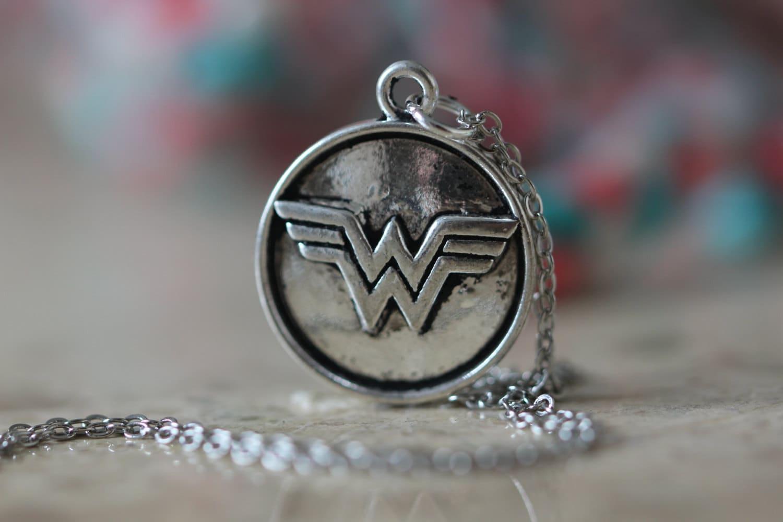 antique silver dc wonder woman jewelry comic geek necklace. Black Bedroom Furniture Sets. Home Design Ideas