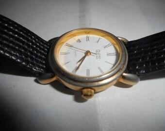 Vintage Ladies Guess Quartz Watch In A Beautiful Gold-Tone Case 1989