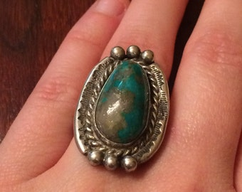 Vintage turquoise ring with quartz churk matrix