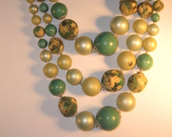 Vintage costume necklace 1950,s bead necklace