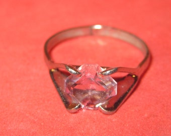 Vintage costume ring size 7 light pink jewel