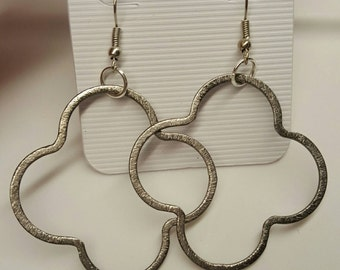 Quatrefoil Earrings Gunmetal Gray