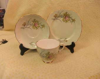 Pretty Colclough Trio, Teacup, Saucer and Side Plate Pattern Number 8252