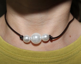 Leather bound three pearl necklace