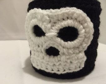 Skull mug cozy // mug cozy // Halloween mug cozy // stocking filler // party bags // unique gift // gothic mug cozy
