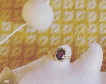 9ct Gold Garnet Solitaire Vintage Ring