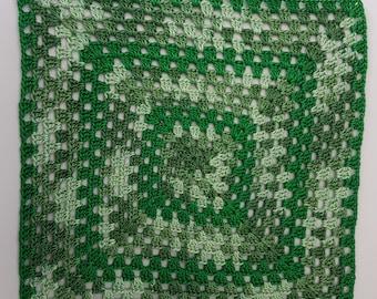 Crochet dollhouse blanket, 1:12 scale blanket, miniature blanket, miniature afghan