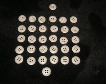 30 piece Hemdknöpde, 4 hole, diameter ca. 12 mm, new, Lübeck button Manufactory