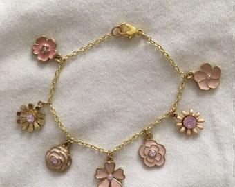 """Cute flower charm bracelet, 7"""""""