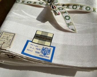Linen tablecloth with set of 6 napkins - elegant -