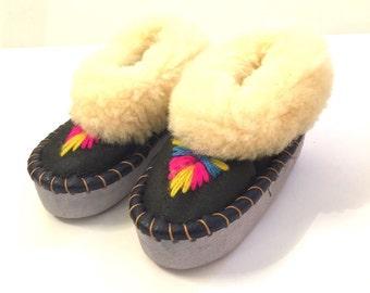 SALE! Vintage girls fur moccasins
