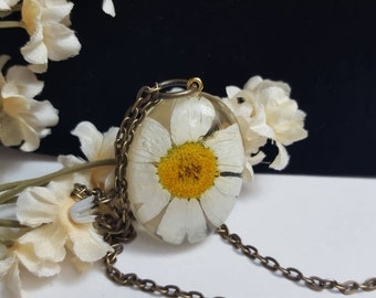 Daisy necklace Spring Fashion Nature Jewelry Nature Jewellery Botanical jewelry gift for a nature lover Real Daisy pressed flower Pendant