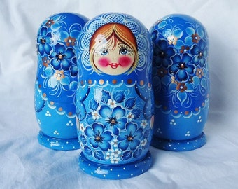 Nesting Dolls  Matryoshka  Wood Dolls 5 in 1