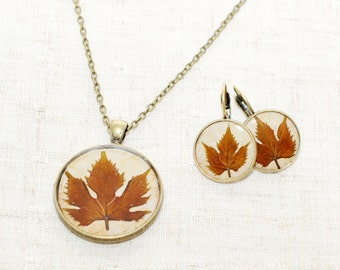 Grape leaves resin earrings and necklace set, bronze resin pendant on chain, leaf round earrings