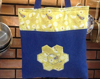 Fully reversible tote bag with pockets front and back