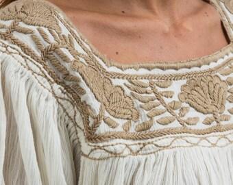 Carmen robe 100% coton broderies mains uniques
