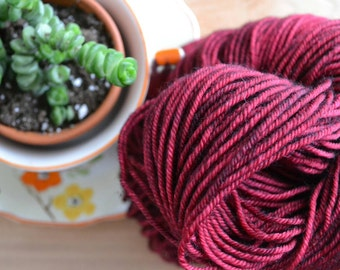 Skein/Hand dyed yarn/Ruby Red/Worsted Weight/100 Mérino wool