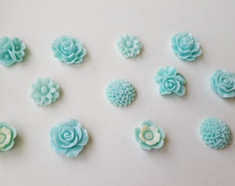 Blue multi-shade cabochon set, (12 pieces, medium size)