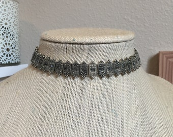 Beaded silver choker necklace (on elastic)