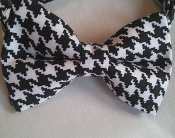 Black and White Houndstooth Pattern Tie.