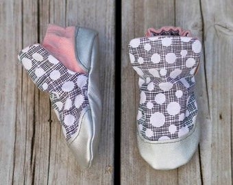 Polka Dots pink and Metallic Silver Baby Shoe, Soft Sole Baby Shoe, Baby Booties, Non Slip, Handmade,  Polka Dot print, Baby Moccasins