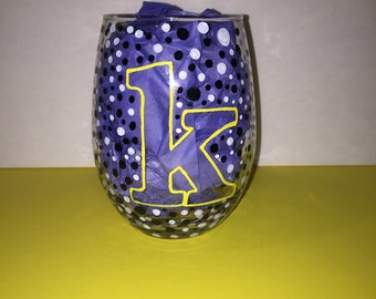 Hand painted wine glass, customizable just send me a message or an email!!