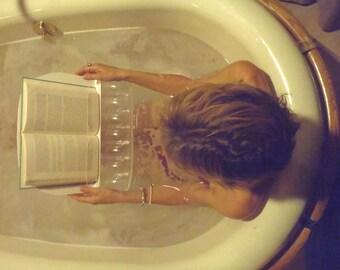 AquaReader Bathtub Caddy - Ergonomic Entertainment with every Soak!