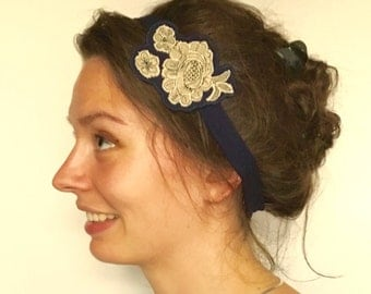 HEAD DRESS in navy-blue jersey, with embroidered medallion