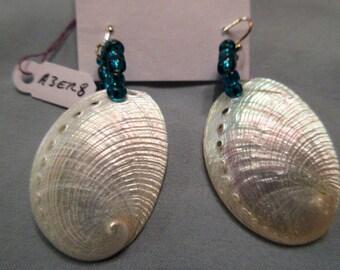 Natural,shell,beads.
