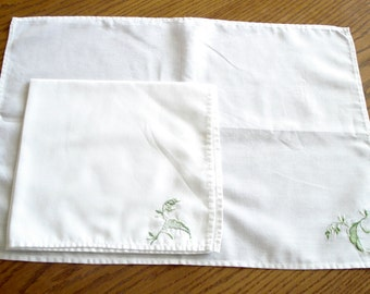 Set of 10 fine cotton place mats and napkins to match