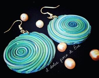 Concentric hoops earrings pendants.