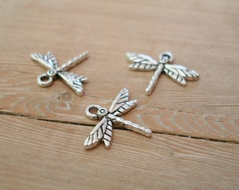5 Dragonfly charms in antique silver tone D2
